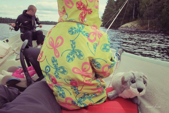 family-fishing-perch-in-finland-3