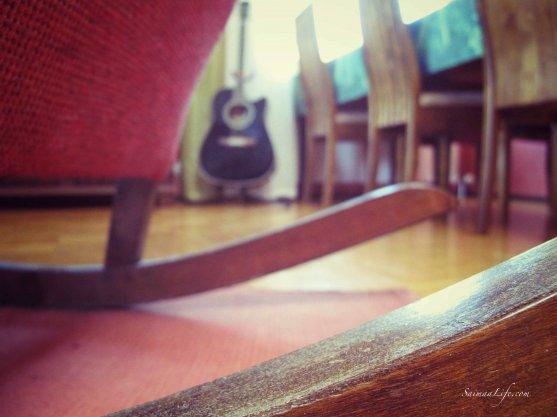 rocking-chair-guitar
