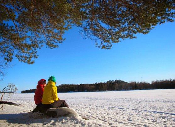 winter-day-women-sitting