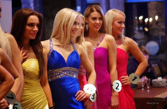 Miss Finland candidates show tour holiday village Jarvisydan