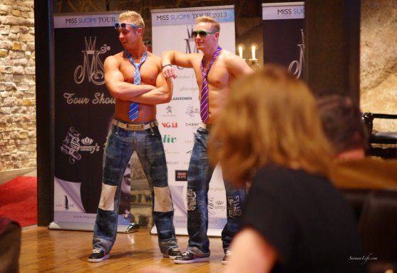 Miss Finland tour two hunks posing