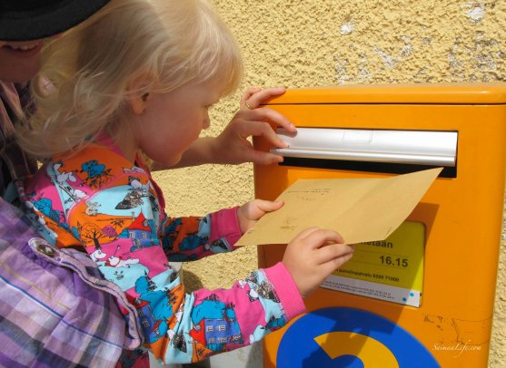 child-and-letterbox