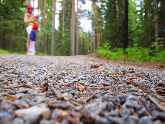 forest-jogging-track-mom-and-daughter