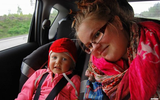child-and-aunt-in-car