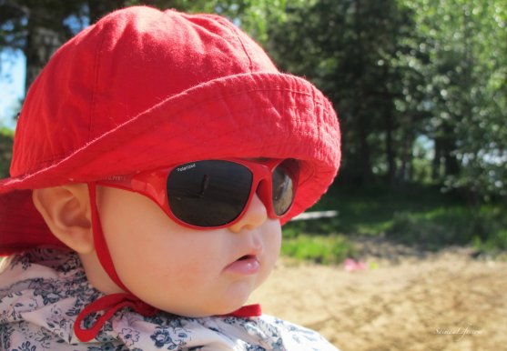 polarn-o-pyret-children-sunglasses