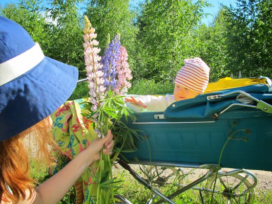 mother-and-daughters-picking-up-flowers-5