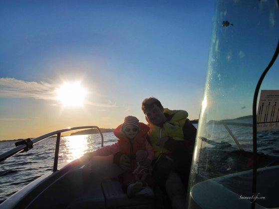 family-boating-with-speed-boat-4