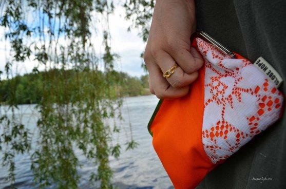 globe-hope-lunni-purse