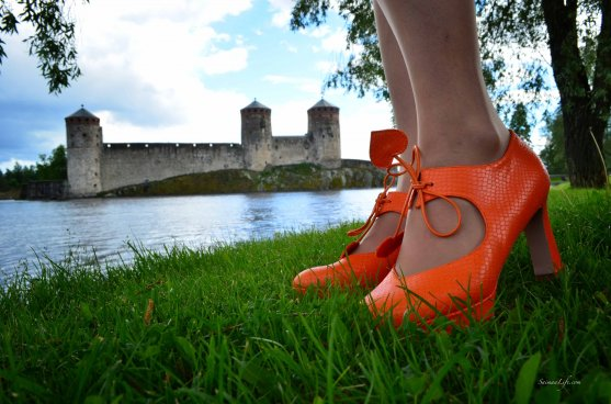 globe-hope-outfit-with-orange-minna-parikka-high-heels