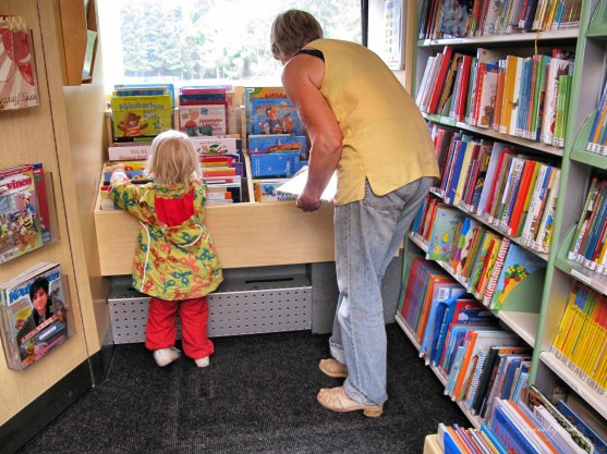 mother-and-children-visiting-library-car-4
