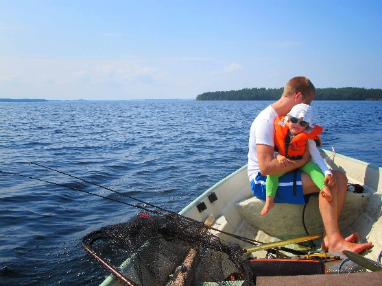 family-angling-by-the-finnish-lake-8