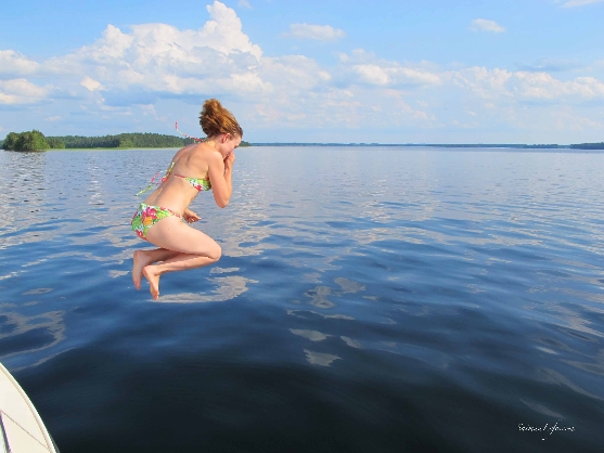 swimming-in-finnish-lake-1