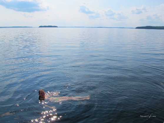 swimming-in-finnish-lake-2