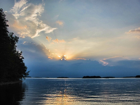 thunder-clouds-by-the-finnish-lake