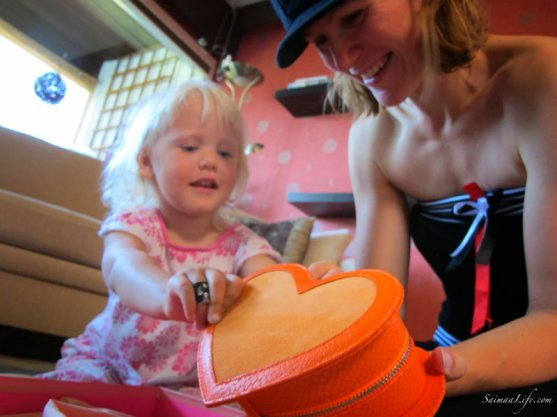 minna-parikka-orange-handbag-2