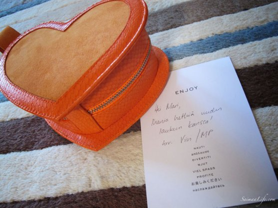 minna-parikka-orange-handbag-4