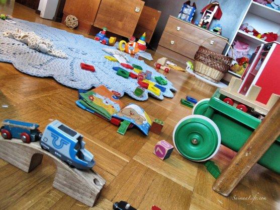 messy-children-room