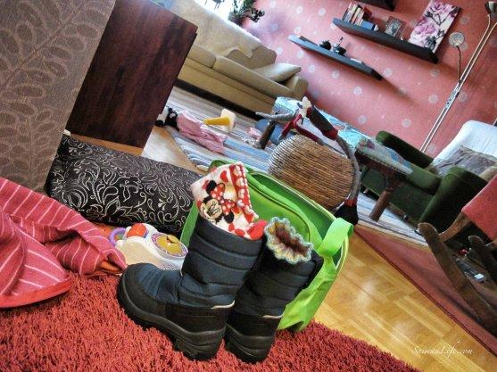 messy-livingroom