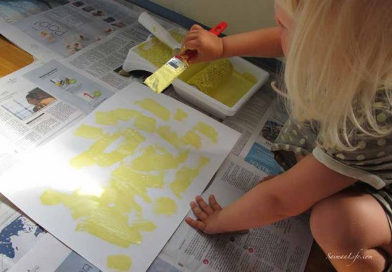 family-painting-children-room-with-yellow-8