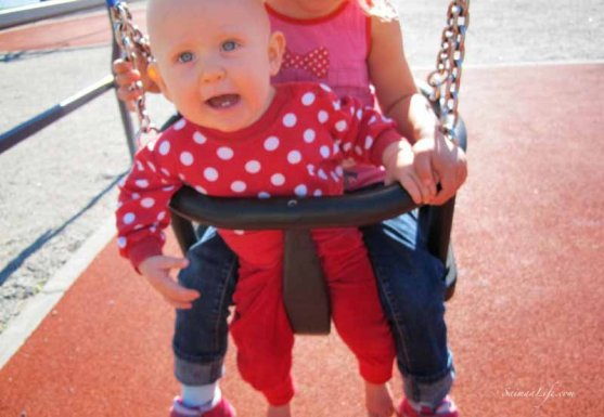 daughters-swinging-together-5