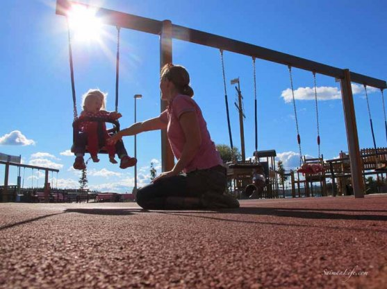 daughters-swinging-together-6