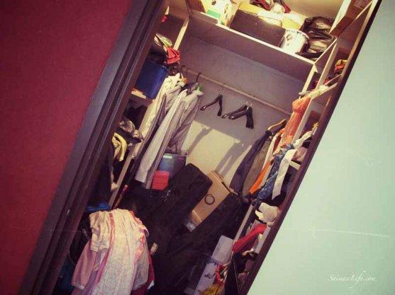 messy-dressing-room