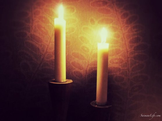 cozy-home-evening-and-candle-light