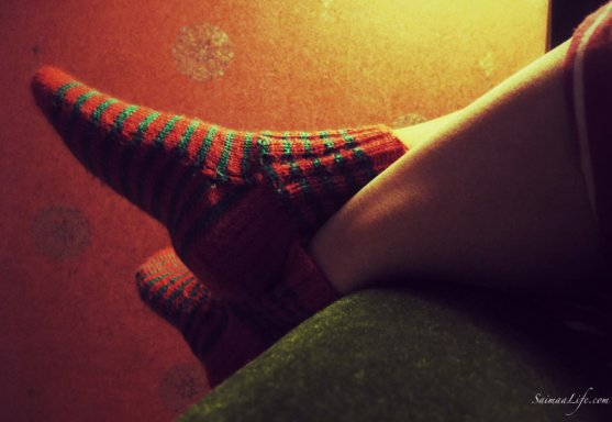 cozy-home-evening-and-wollen-socks