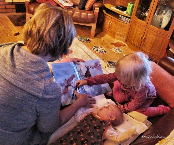 grandmother-child-reading
