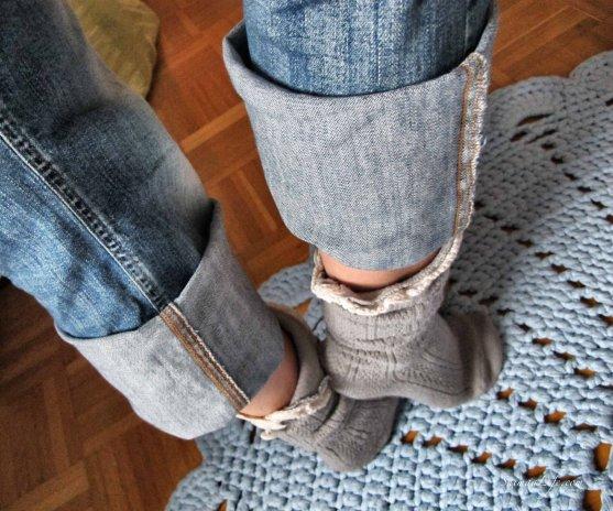 woman-jeans-socks