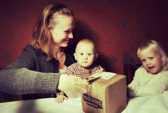 mother-and-daughters-opening-package-4