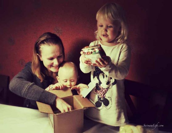 mother-and-daughters-opening-package-6