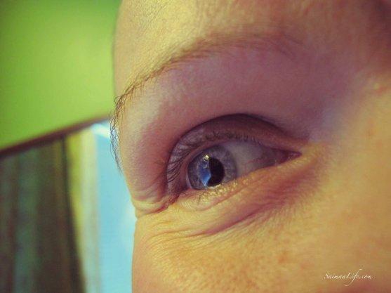 woman-eyebrow