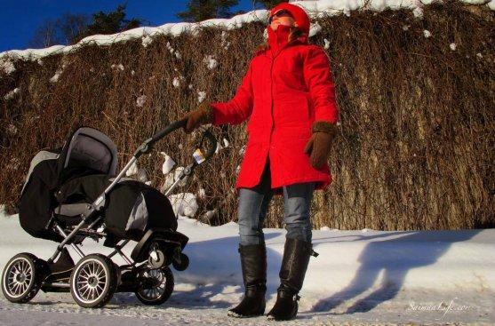 winter-sun-mother-enjoying