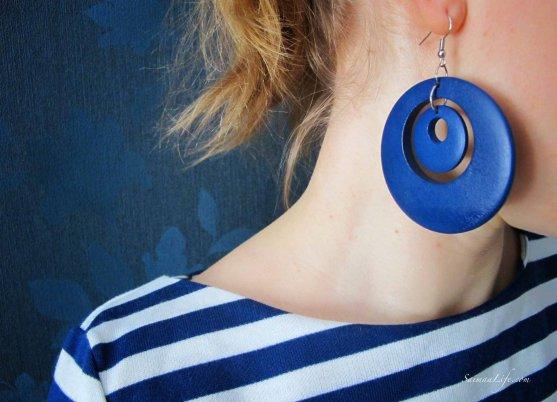 woman-blue-earring