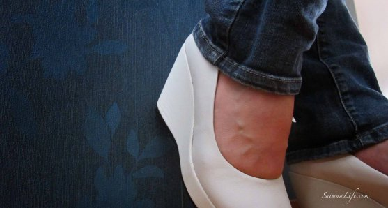woman-wedge-heeled-shoe