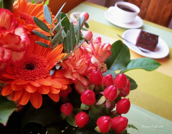 coffee-chocolate-cake-flowers