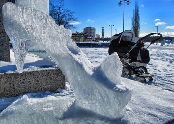 ice-sculpture-women-shoe