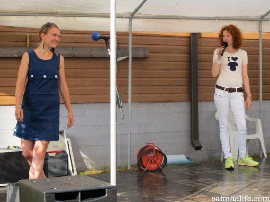 saimi-hoyer-teaching-walking-with-high-heels