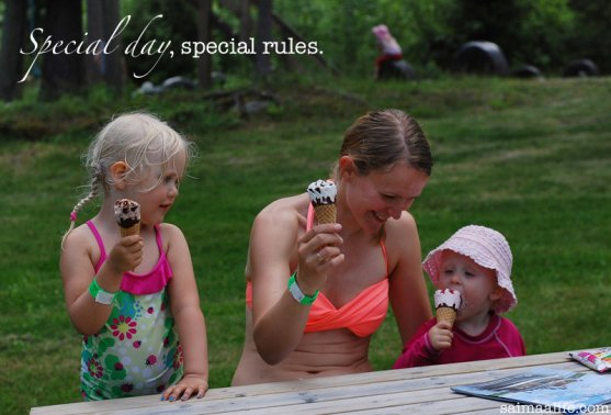mother-and-daughters-eating-icecream