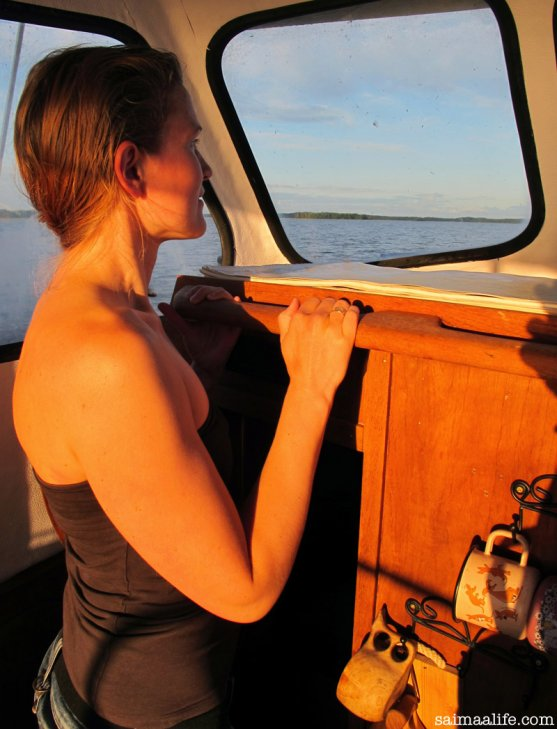 mother-enjoying-boating-in-sunset