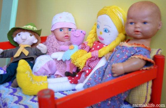 dolls-in-finnish-children-room