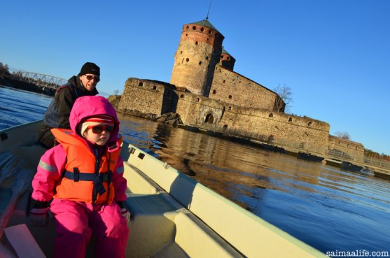 family-boating-together-around-olavinlinna-castle