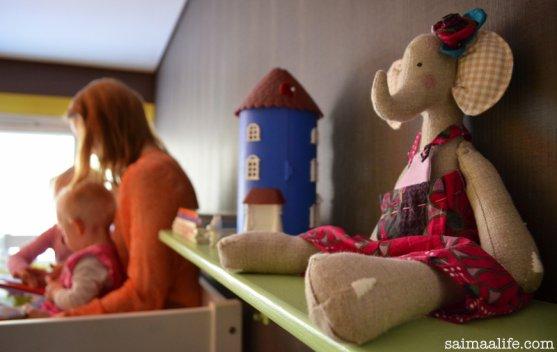 handmade-elephant-on-children-room-book-shelf