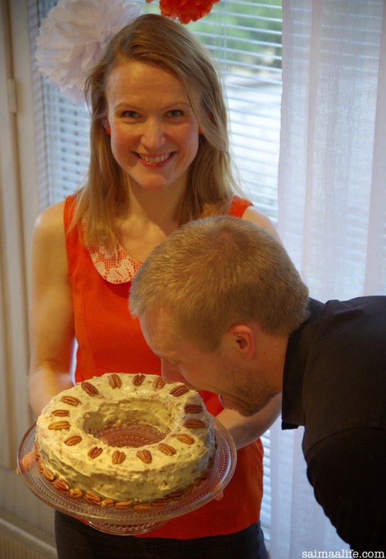 hummingbird-cake-and-finnish-couple