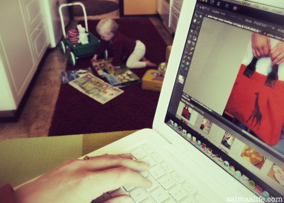 mom-working-at-home
