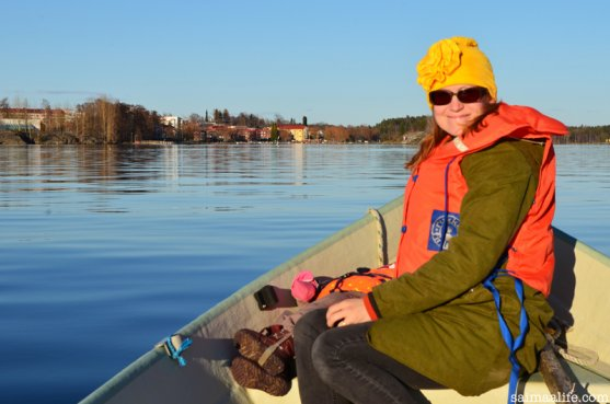 mother-and-sleeping-child-in-boat-in-savonlinna