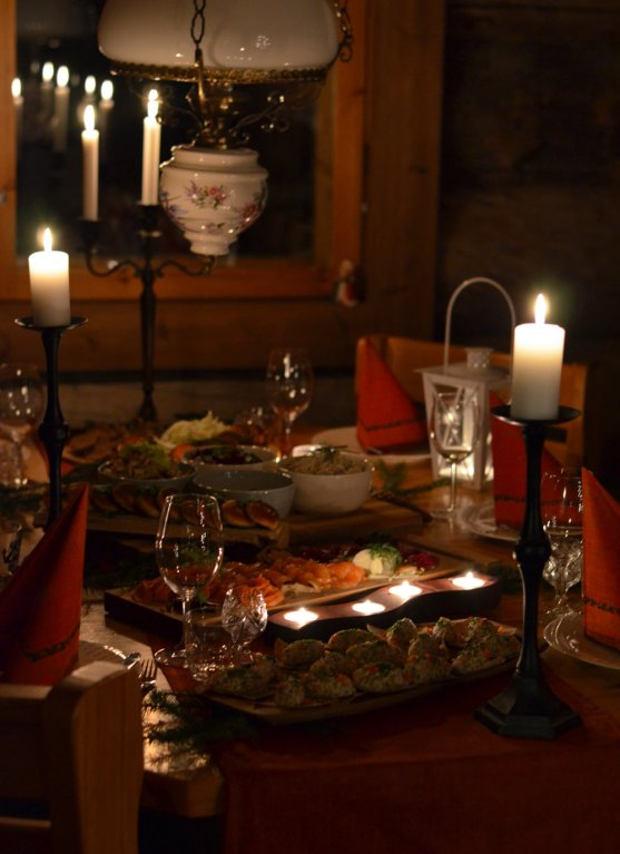 christmas-dinner-in-candle-light