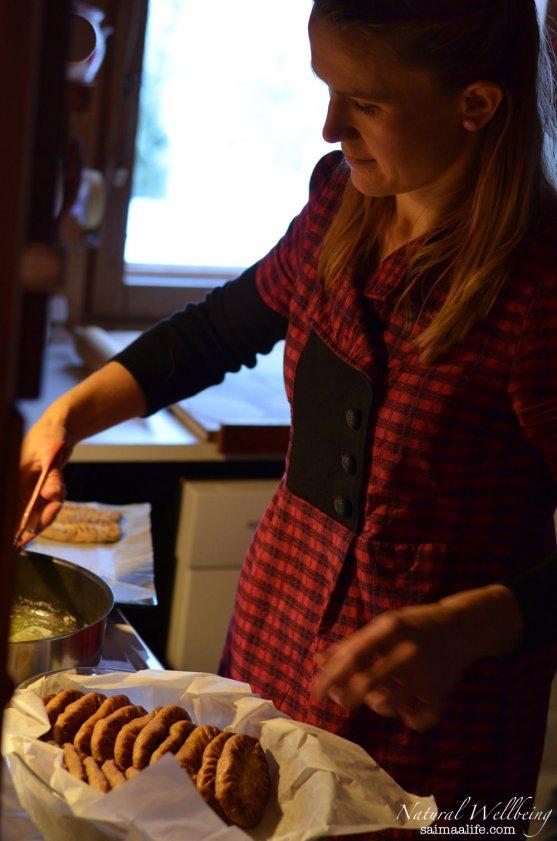 mother-baking-karelian-pies-for-christmas