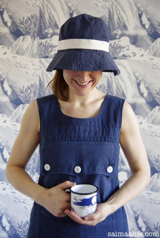 globe-hope-dress-and-hat-moomin-muurla-mug